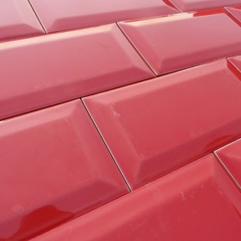 Metro Red Bevelled Gloss 10x20 (1).JPG