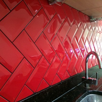 Metro Red Bevelled Gloss 10x20.jpg